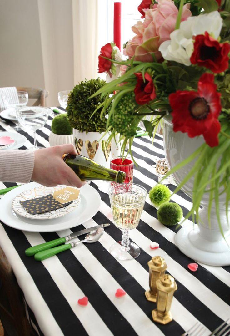 setting_the_table-Valentine's_day_black_white_stripes_gold_dinner_entertaini...