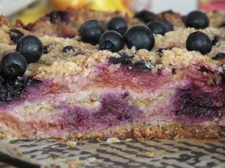 💜 Wypiek z jagodami do sobotniej kawusi, i to wszystko bez wyrabiania ciasta ☕ https://www.smaczny.pl/przepis,sypana-szarlotka-z-jagodami #przepis #ciasta #jagody