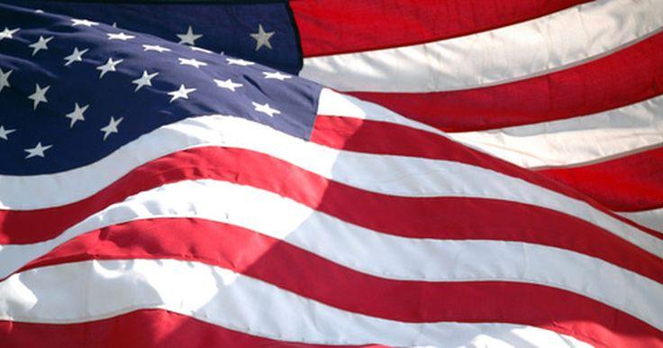 Requisitos para un asta de bandera según el código respectivo. La bandera estadounidense ha sido el símbolo de los Estados Unidos desde 1777. En 1923 el National Flag Code (Ley sobre la bandera nacional) fue establecido para regular el cuidado y despliegue de la bandera. En 1943, el presidente Franklin D. Roosevelt y el Congreso establecieron la ley pública 829 para asegurar la consistencia en el despliegue ...