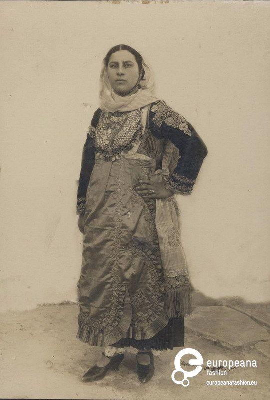 "Photo of a woman with local costume from Salamina Island: inscription. ""Σύζυγος Γεωργίου Παπασωτηρίου"". 1900-1910"