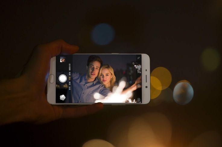 Kegiatan memfoto diri sendiri yang mempunyai istilah ngetren Selfie. Di Korea menyebut kegiatan ini adalah Selca, Self Camera. Di Indonesia Wikipedia mengistilahkan dengan Swafoto. Intinya sih sama…