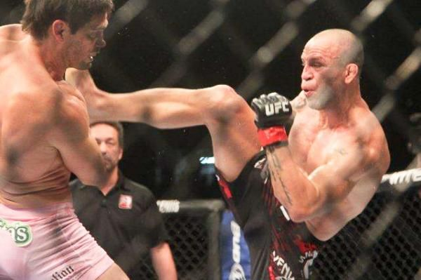 Pictures: UFC 147 - Rich Franklin (pink trunks) vs. Wanderlei Silva