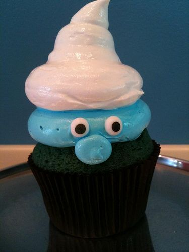 Smurf cupcake - adorable. My girls are diggin' the smurfs.