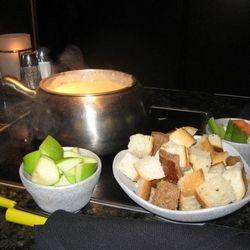 BOSTON LAGER CHEDDAR CHEESE FONDUE The Melting Pot Copycat Recipe