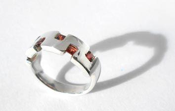 Plata 925 con granate, Beatriz Zuñiga diseñadora de joyas.