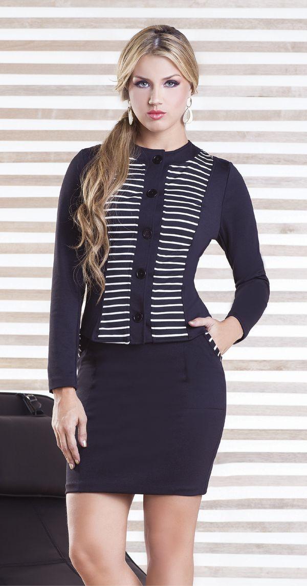 ¡El look de oficina que no debe faltar en tu closet!  Chaqueta Chanel  Falda Klein   http://jeanstyt.com/portfolio-items/chaqueta-chanel/