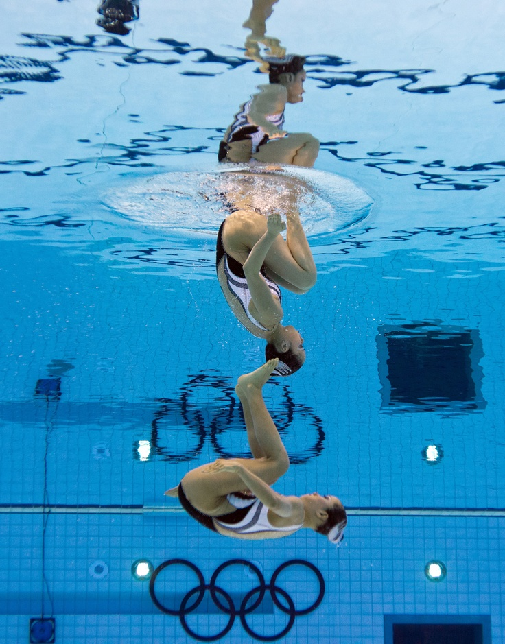 Japan's Chisa Kobayashi and Japan's Yukiko Inui compete in the duets free routine preliminary round during the synchronized swimming competition at the London Olympic Games on August 6, 2012.