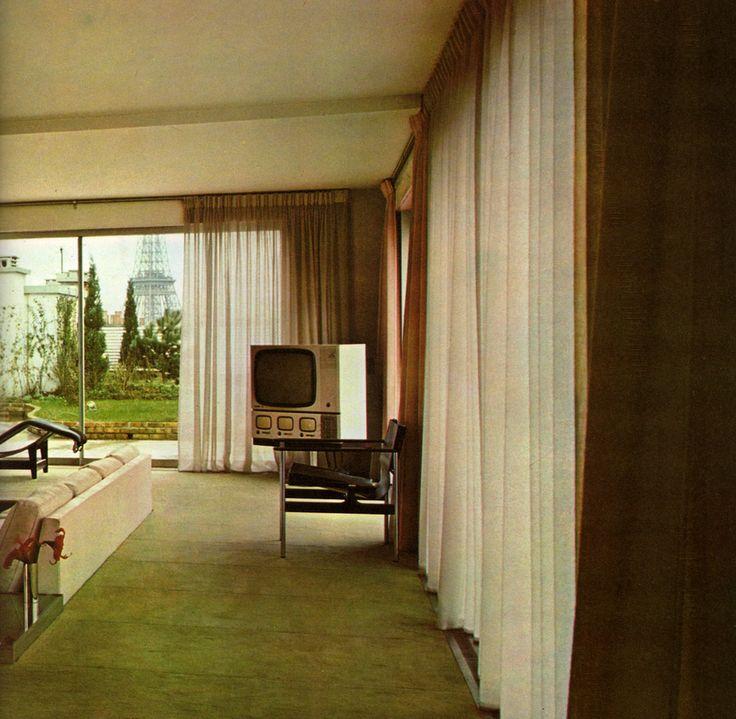 MODERN FURNITURE AND DECORATION | Robert Harling ©1971