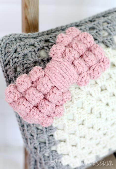 Chunky Crochet Bobble Bow tutorial by Lulu Loves. Would make cute curtain tie backs.