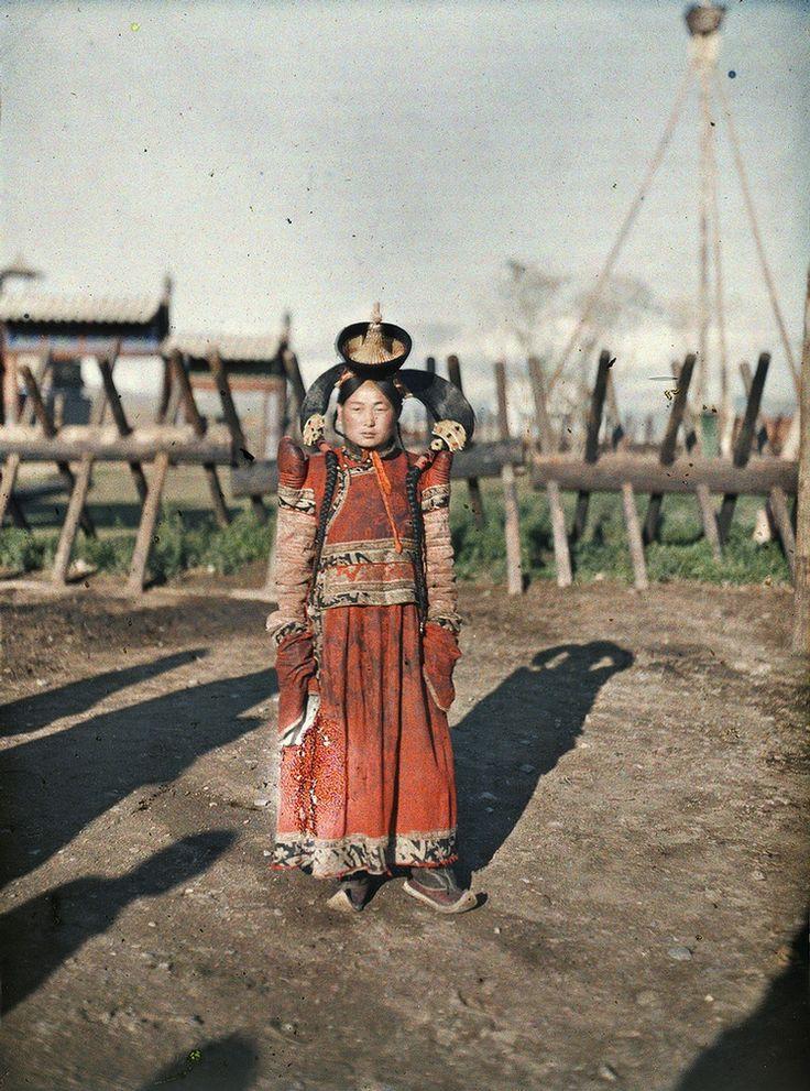 Married Woman in Mongolian capital Urga, Stefan Passe in Mongolia, 1913 from Albert Kahn Archive
