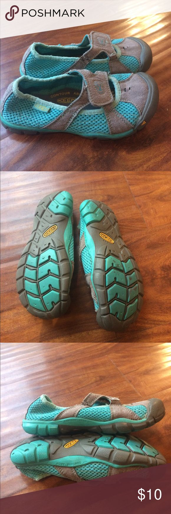 KEEN BIG KID WATER SHOE  Size 10 (18 cm)  footbed EUC Keen Shoes Water Shoes