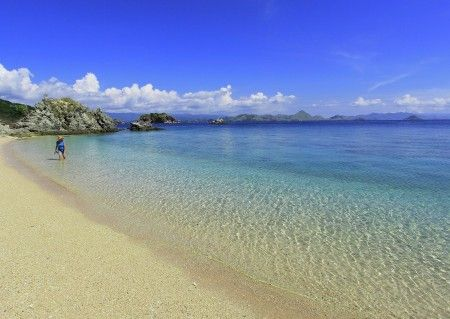 Leonardus Nyoman: Christal clear water and white sandy beaches at Bidadari island, best place for snorkeling, swimming and relaxing. just 40 minutes by boat from Labuanbajo west Flores island.
