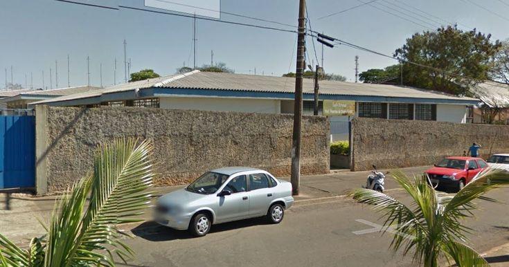 Aluno de 12 anos agride professor em São Manuel e polícia é chamada em escola - A polícia Militar de São Manuel registrou um caso de agressão no começo da tarde de segunda-feira, 05. O caso aconteceu na Escola Estadual Francisco de Oliveira Faraco, na Cohab 1.  Segundo o relatório policial, um aluno de 12 anos estava causandotumultona sala de aula, chutando a porta da clas - http://acontecebotucatu.com.br/policia/aluno-de-12-anos-agride-professor-em-sao-manuel-e