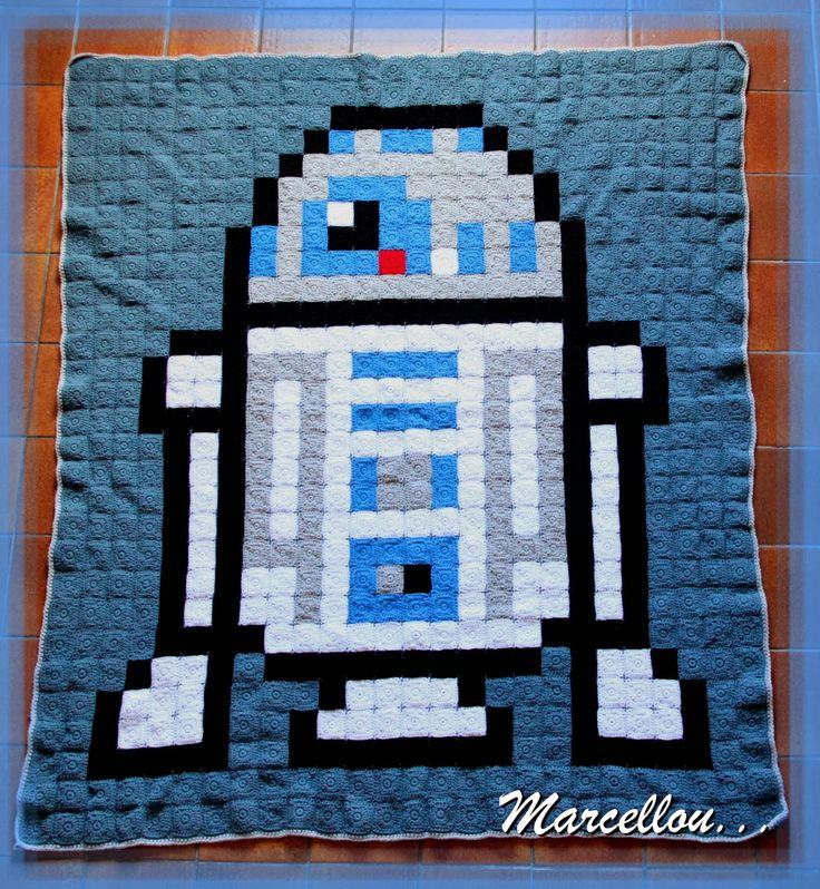 R2D2 Star Wars pixel crochet blanket by atelier-de-marcellou