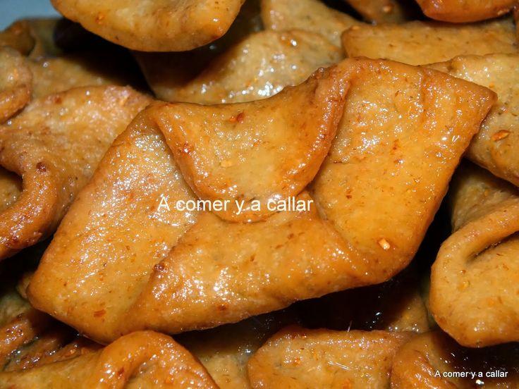 Este es otro de los dulces típicos que se hacen en Sevilla durante la cuaresma y la Semana Santa, aquí se hacen con miel y esta es mi re...