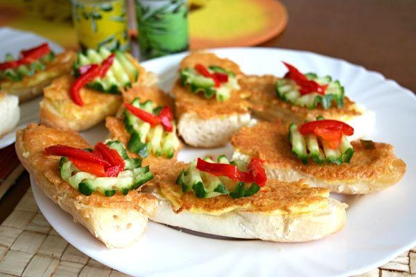 Zapečené sýrovo-vaječné rohlíky