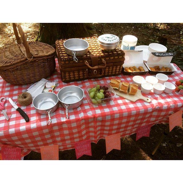 【ishikawa_yumiko】さんのInstagramをピンしています。 《#デイキャンプ #ピクニック #森 #森の中 #パーティー #ハロウィンピクニック #ハロウィンパーティー #準備中 #かご #バスケット #かごバスケット#かごトランク #ガーランド #アルミ食器 #ココット #カッティングボード #フルーツ #バケット #森林公園 #ランチ #daycamp #picnic #tablecloth #forest #wood #woods #good #goodday #happy》