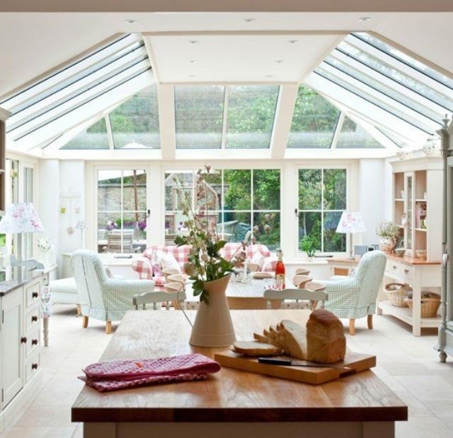 Beautiful Open Plan Kitchen / Living Area- Hard To Heat