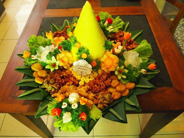 makanan tradisional: TUMPENG