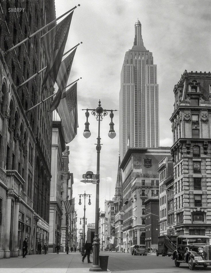 "July 4, 1933. ""New York City. Empire State Building from 41st Street and Fifth Avenue."" nitrate negative by Theodor Horydczak. Shorpy Historic Picture Archive"