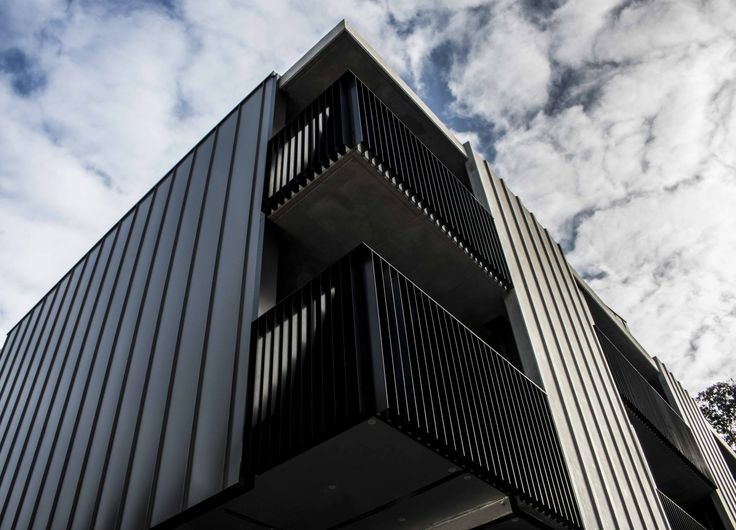 York Street features our Standing Seam wall cladding system in COLORBOND Wallaby. #metal #cladding #systems #metalcladding #metalcladdingsystems #wallcladding #Melbourne #melbournecladding #architecturalpanels #architecturalcladding #architecture #residentialcladding #home #inspo #sheetmetal #Colorbond #wallcladding #standingSeam