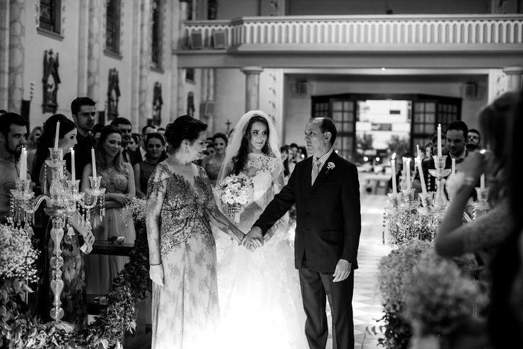 casamento-moderno-foto-milena-reinert-pais-da-noiva-no-altar