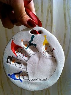 Adorable idea for a memorable Christmas ornament (I still have a hand
