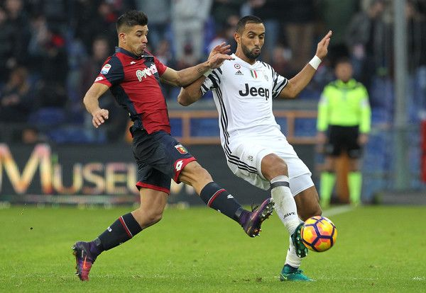 Medhi Benatia (R) of Juventus FC is challenged by Giovanni Simeone (L) of Genoa CFC during the Serie A match between Genoa CFC and Juventus FC at Stadio Luigi Ferraris on November 27, 2016 in Genoa, Italy.