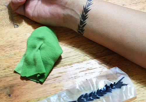 Goodness only know if it would work, but that's pretty cool - DIY temporary tattoos
