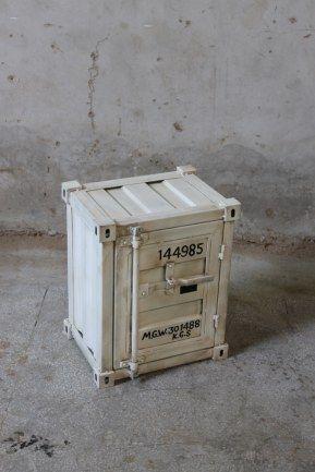 Containersängbord vit 46x36xx57 cm (rek.pris 1850 kr) / Möbler industriell stil