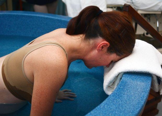 At føde i vand har både fordele og ulemper.
