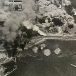 Livorno, Italia 14 giugno 1943 Il fumo sale dal molo malconcio