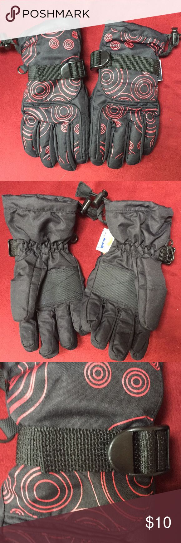 Children's Waterproof Snow Gloves Excellent condition children's thinsulate Gloves.  Great for snow or skiing, etc.  adjustable at wrist and hand to ensure they won't fall off! Thinsulate Accessories Mittens