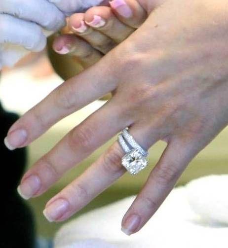khloe kardashian's 9 carat engagement ring and wedding band