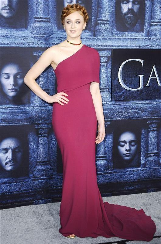 Sophia Turner Game of Thrones premiere - Emilia Clarke, Maisie Williams and more stars attend 'Game of Thrones' season 6 premiere