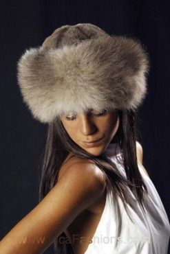 Handmade from all-natural alpaca fur, our Russian style alpaca hat is simple, yet dramatic. Density and length may vary from hat to hat or color selection. Gray may come in lighter or darker than feat