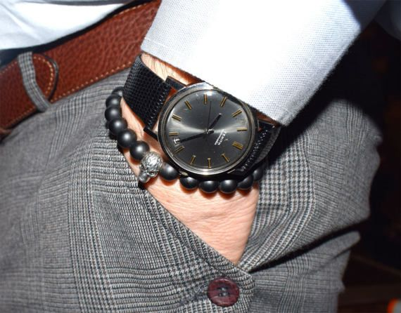 Masculine mens bracelet featuring 8 mm Black Matte Onyx Beads and a silver tone metal skull bead. Fits any dress style. A Cool mens bracelet that youll find yourself wearing every day! A handsome piece of mens jewelry any guy would love! This stylish mens bracelet can be worn alone or stacked with other AlterDeco bracelets for a trendy look.  ► Your bracelet comes with a beautiful pouch, ready to be offered as a gift! Details: 8 mm Black Frost, Matte Agate Beads One silver tone metal Skull…
