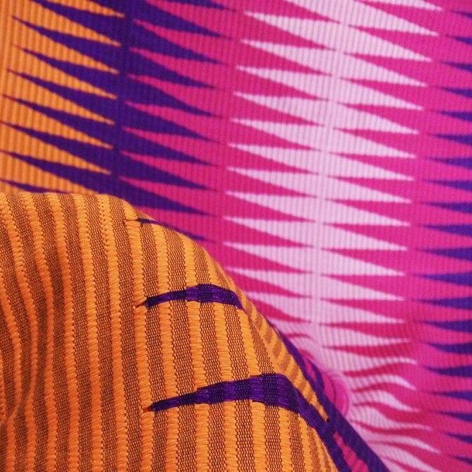 Songket Rangrang Jingga Pink (original handmade)  Harga: 630,000 Softopening disc. 10% untuk pemesanan melalui Line@ hingga 15 Okt 2015 Ukuran: +- 2 x 1 m  Bisa digunakan untuk kain kebaya atau outwear DIY  Kontak (pilih salah satu): Line@: @gaa2672a whatsapp: 081339870092