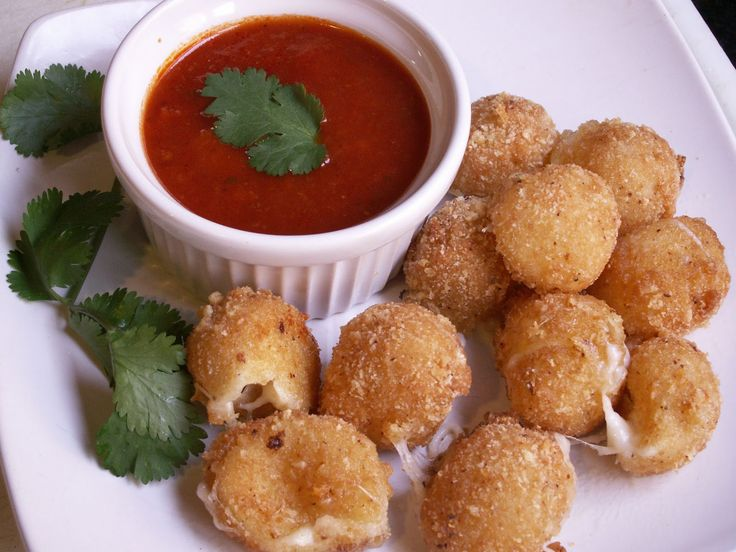 Great for the big Superbowl Game.  Fried Mozzarella With Marinara #Glutenfree
