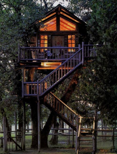 super amazing tree house. i want it!