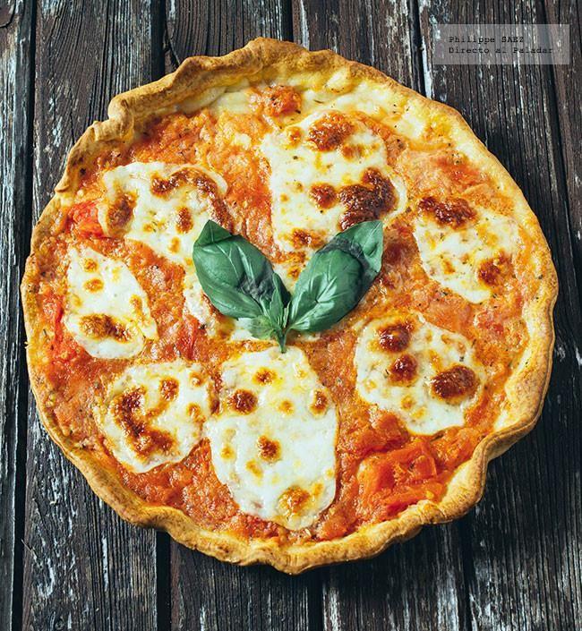 Receta de la pizza margarita. Receta basica con fotografías del paso a paso y recomendaciones de degustación. Receta de pizzas y tartas