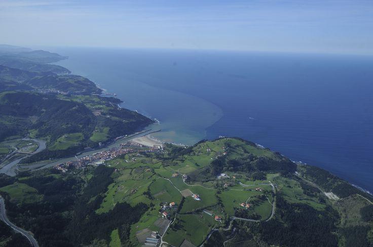 Espectacular fotografía aérea de la localidad de #Deba en #Gipuzkoa