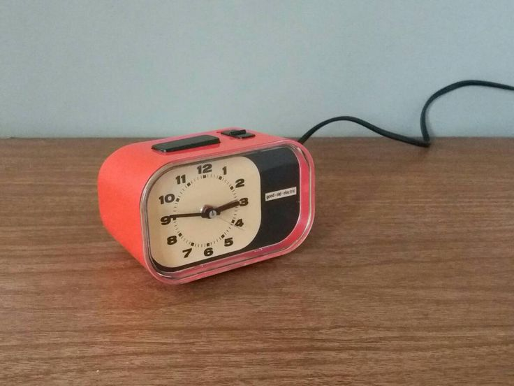 alarm clock 70s, good old electric, wekker 70s, space age clock, klok oranje, kerstcadeau, plastic fantastic, pop art klok, 70s decor oranje door FunkyPastPresents op Etsy