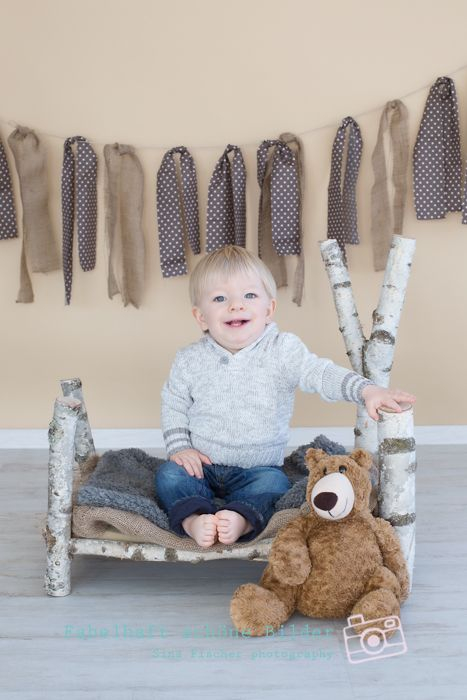 #photography #studio #familiy #little boy #wood bed #teddy #photo prob