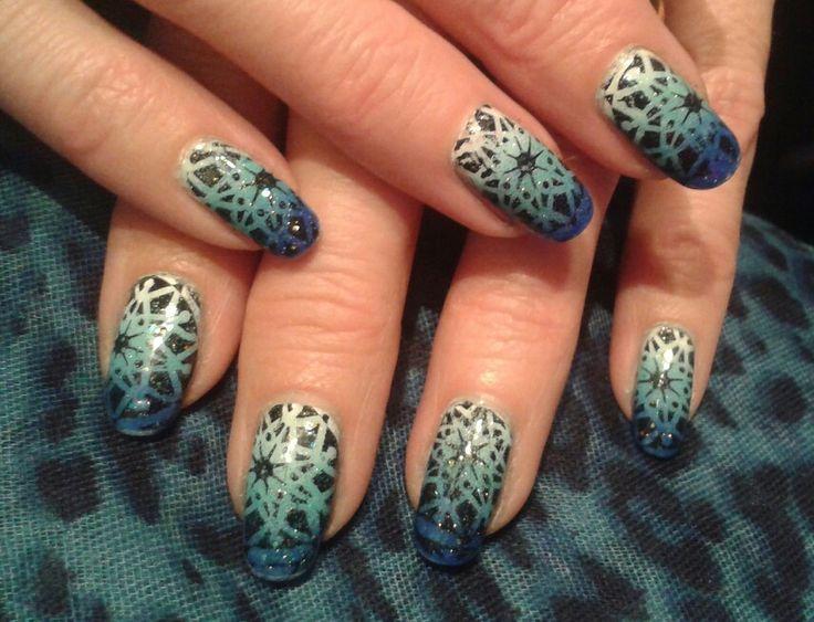 Nail art bleu-turquoise et stamping noir..Brijoux nail art