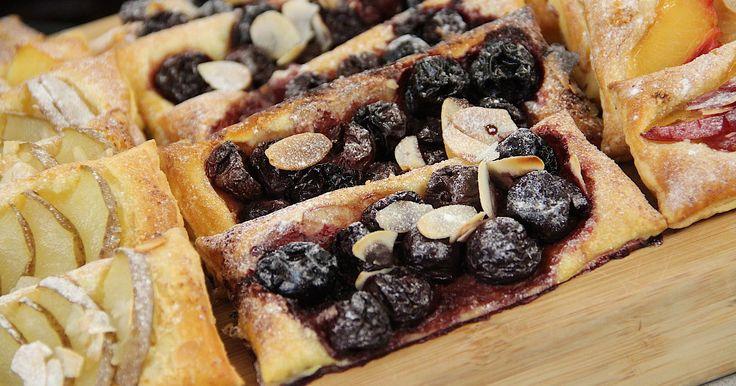 Van Bladerdeeg maak je gemakkelijk heerlijke fruitsleetjes. Danna laat je in haar film zien hoe je ze maakt. Bak mee voor en op en top lente gevoel. koopmans