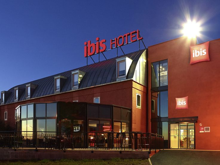 IBIS CHALON SUR SAONE: The ibis Chalon Nord hotel is located 5 minutes from the historical center of the city, on the wine route between…