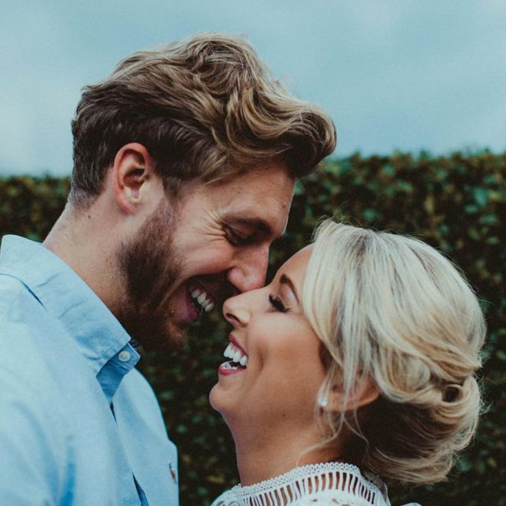 This happy couple met aged 14 when paired together as lab partners at school. Fast forward to 2017, to when Liam proposed to Sarah after completing the London Marathon. Click through to see they viral video of the big moment, and read about their love story (ad take a look at the gorgeous round brilliant, cushion cut style halo diamond engagement ring)