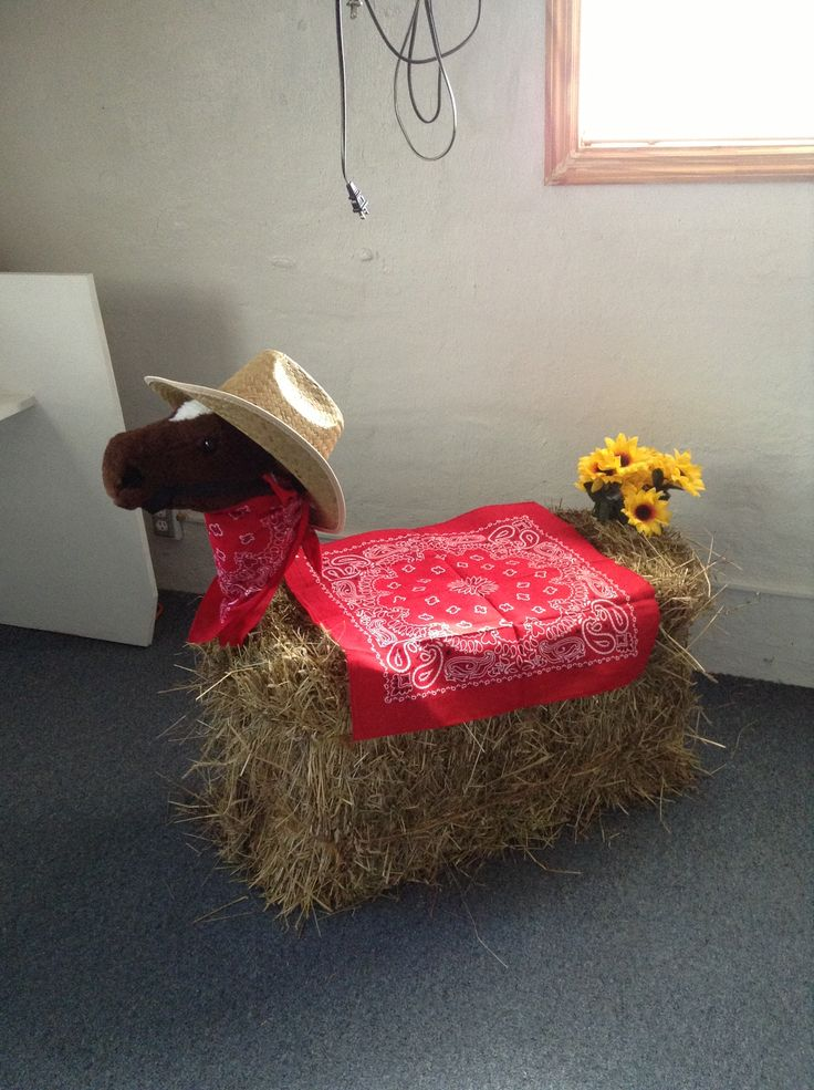 VBS decoration using hay bale.