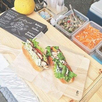 アジアを旅しながら、現地の食文化にも通じる堀田さん。ベトナムのサンドイッチ、バインミーをアレンジして、メニューに加えました。ヤムウンセンやハーブチキンは野菜たっぷりでスパイシー。暑い夏にも食欲をそそるスペシャルなサンドイッチです。フードスケープ/ foodscape!
